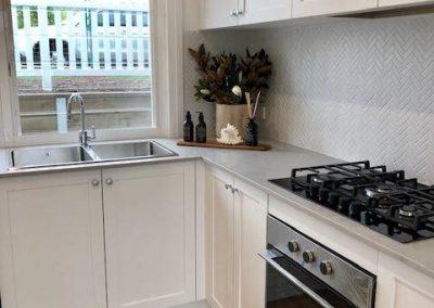 New Kitchen With Modern Textured Splashback - Builders Illawarra