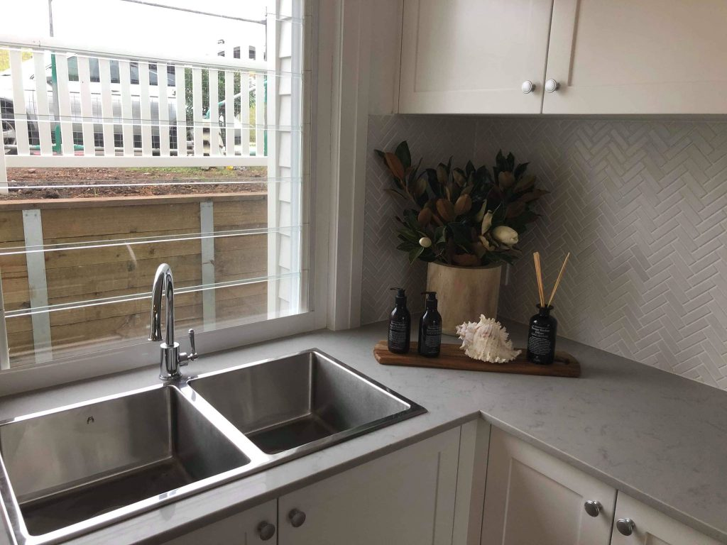 New Kitchen With Stainless Steel Sinks & A Modern Textured Splashback – Builders Illawarra