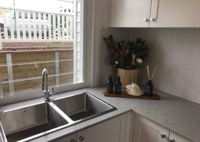 New Kitchen With Stainless Steel Sinks & A Modern Textured Splashback - Builders Illawarra